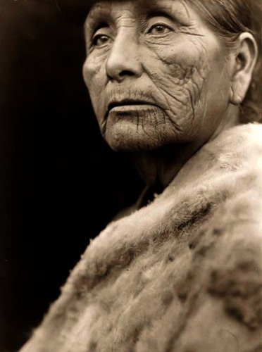 Edward S. Curtis Hupa Indian Woman 1923 .jpg