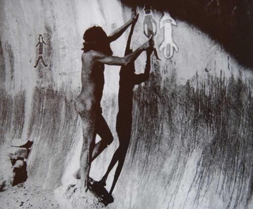 Aboriginal A-Ayers-Rock-Hare-wallabie.jpg