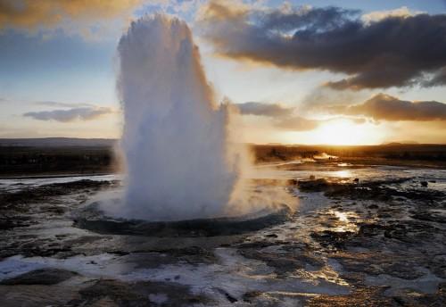 Strokkur-Geyser-Iceland5.jpg