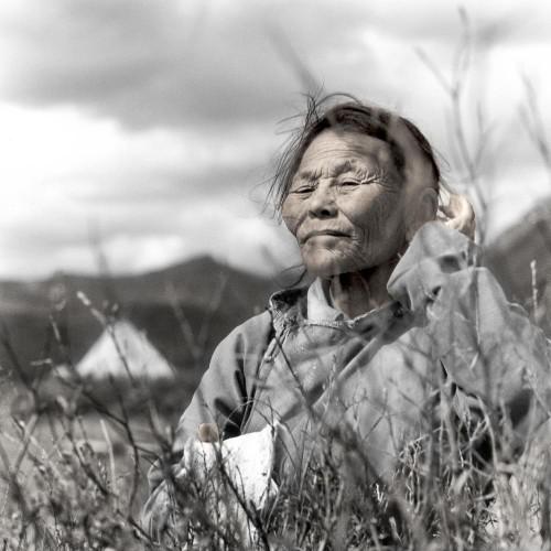 Phil Borges Tsend Tsaatan Mongolie.jpg