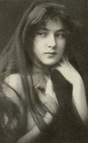 Evelyn Nesbit, Model(1901).jpg