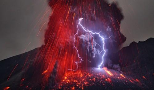 Martin Rietze éruption du volcan Sakurajima 2013.jpg