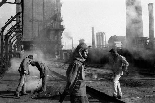 Nikos Economopoulos 1991 ALBANIA Elbasan The most big iron and steel factory of Albania.jpg