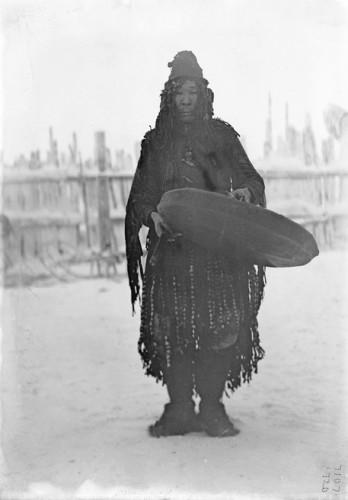 Waldemar Jochelson Yukaghir shamn Sibérie 1902.jpg