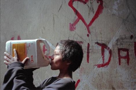n de archivo de un niño de la calle, con 11 años, en Guatemala.jpg