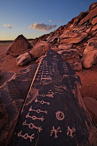 John Mumaw Hisatsinom The Hopi word for 'ancient ones'.jpg
