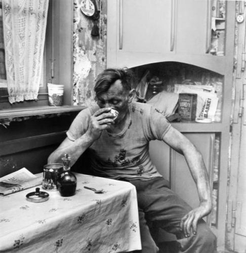 Jean Philippe Charbonnier, le cafe du mineur, 1954.jpg