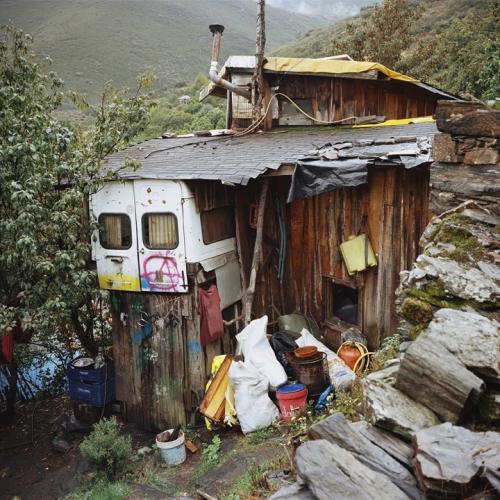 Antoine-Bruy-House-Valle-del-Bierzo-Spain-2014-1.jpg