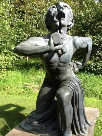victoria-s-way-indian sculpture park Irlande.jpg