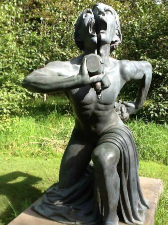 victoria-s-way-indian sculpture park Irlande.jpg