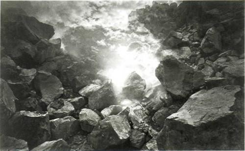 EADWEARD MUTBRIDGE. Volcano Quetzeltenango, Guatemala, 1875. .jpg