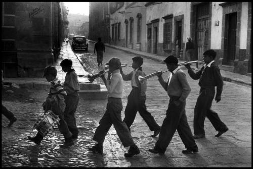 Elliott Erwitt MEXICO. 1957. San Miguel de Allende..jpg