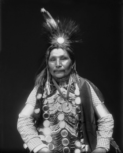achef Ah-Bow-E-Ge-Shig-(William-Potter)-Ojibwe-1911.jpg