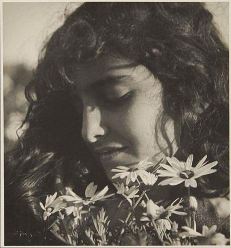 Rudolf Koppitz • Sicilian girl 1930.jpg