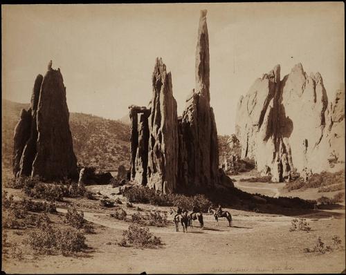 William Henry Jackson  Individuals on horseback Garden of the Gods Colorado entre 1878-1898.jpg