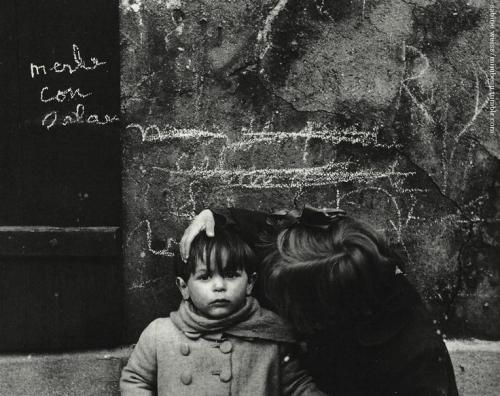 Sabine Weiss 1950 Aubervilliers.jpg