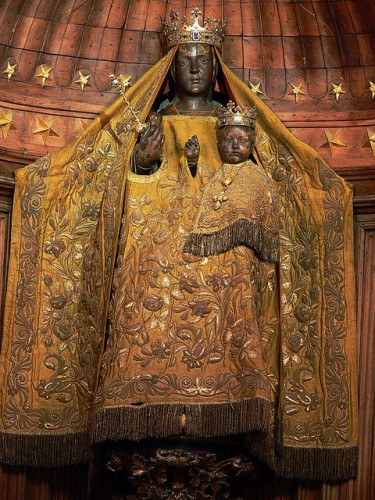 vierge noire at Chartres Cathedral, 1540.jpg