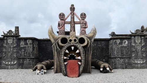 Musée Robert Tatin Dragon-3.jpg