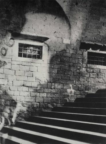 Kati Horna, Subida a la catedral, [Montée à la cathédrale], guerre civile espagnole, Barcelone, 1938. Épreuve gélatino-argentique (photomontage), .jpg