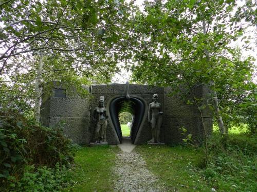 Victoria's way Indian sculpture park Irlande.jpg