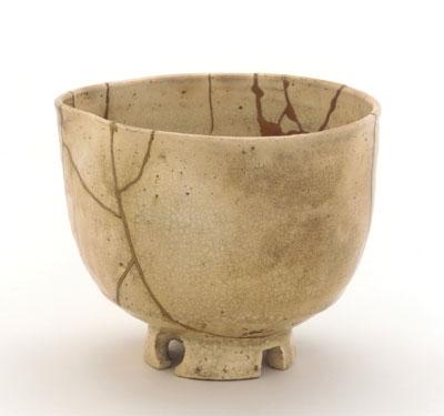 Tasse en grès réparée selon la technique du kintsugi - Japon - moitié du XVIIe s.jpg