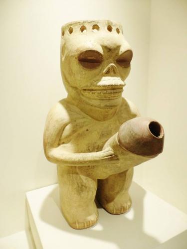 Vase rituel d'initiation à la mort et à la renaissance par le cactus sacré washuma Moché 100-700 apjc.jpg