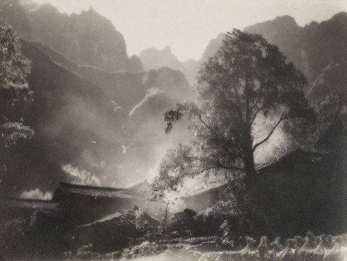 Long Ching-shan Mountain House in 1933 as the smoke.jpg