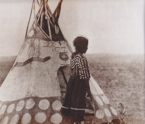 Piegan_Blackfoot_child_and_play_tipi-web.jpg