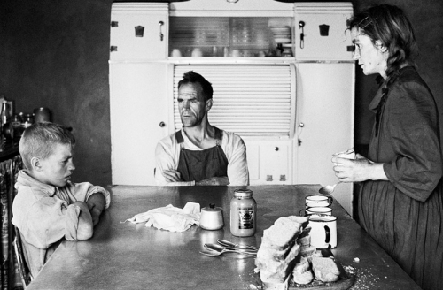 David_Goldblatt_A plot-holder, his wife and their eldest son at lunch South Africa.jpg