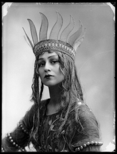 Christine Silver, Titania, Queen of the Fairies - 1913 - William Shakespeare's 'A Midsummer Night's Dream' - Photo by Bassano _n.jpg