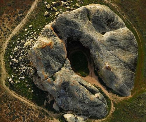 John Wiley Aerial-OverPaintedRock Santa Barbara Californie.jpg