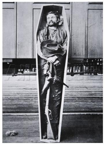Le corps de Rube Burrow exposé à Birmingham.jpg