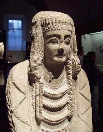 La Dame de Cerro de los Santos, ou Gran Dama Oferente sculpture ibérique du IIIe siècle avant J.-C.jpg