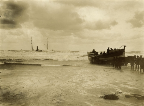 John Charles Burrow Escurial Shipwreck - Portreath - 1895.jpg