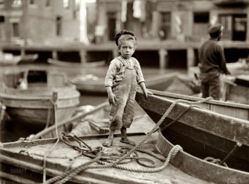 Lewis Wickes Hine October 1909. Boston, Massachusetts.jpg