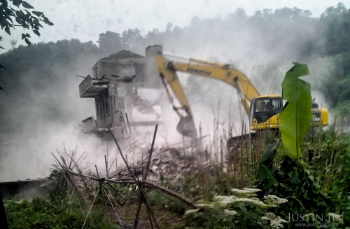 justin-jin-The farm house in Chongqing city is demolished to make way for urban development..jpg
