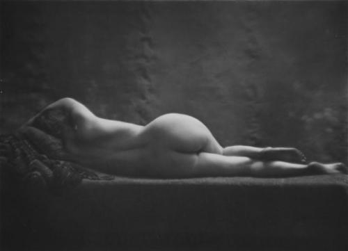 Daniel Masclet-Nu feminin allongé de dos, vers 1930.jpg