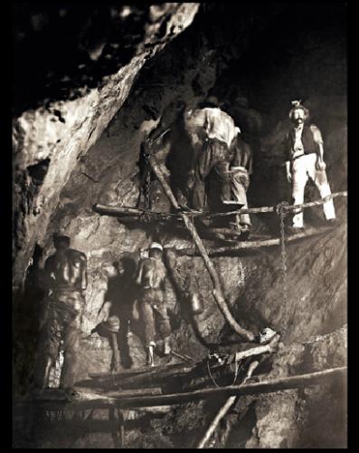 Marc Ferrez 1888 primeira foto no interior de uma mina de ouro, Minas Gerais.png
