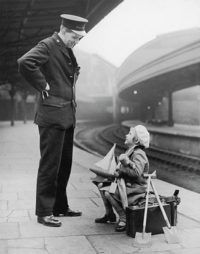 William Vanderson April 1936 London's Paddington Station .jpg