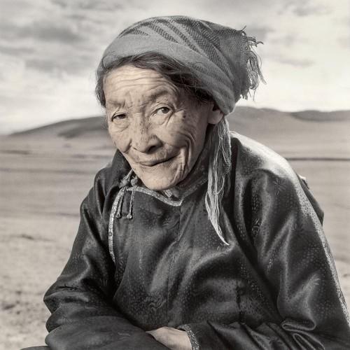 phil borges Namid chaman Tsaggan Nuur Mongolie.jpg