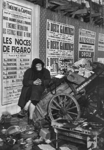 Jean Dieuzaide Toulouse, marché aux puces, 1951 par .jpg