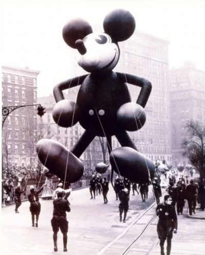 NYC, Macy's Day Parade, 1934.jpg