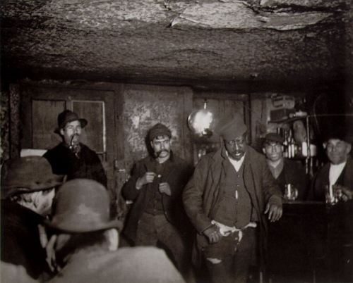 Jacob Riis A Downtown 'Morgue' (Unlicensed Saloon), New York City 1890_n.jpg