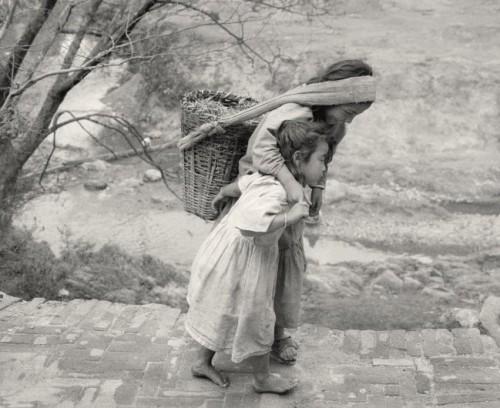 Pentti Sammallahti Panauti, Nepal, 1994.jpg