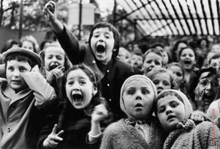 Alfred eisenstaedt Children-at-Puppet-Theatre_1963.jpg