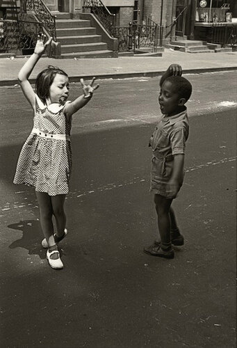 Helen Levitt, New York City, c 1940.png