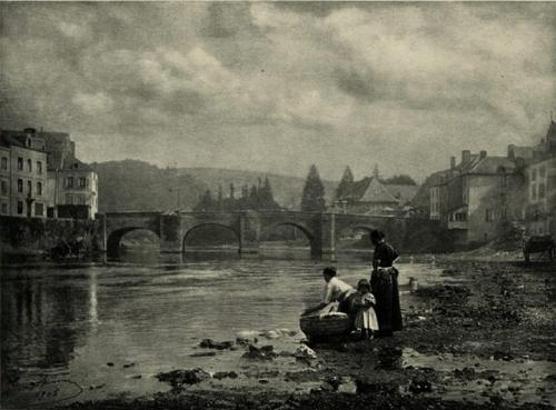Léonard Misonne Les Lavandières 1900.jpg