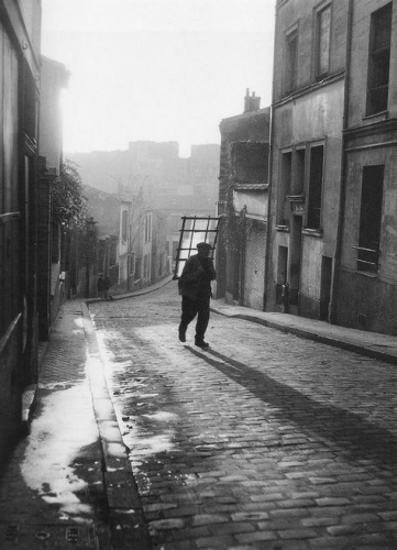 Willy Ronis Le vitrier - 24, rue Laurence Savart à Ménilmontant - 1948.jpg