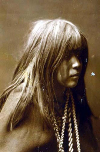 Edward S. Curtis Mosa, Mohave-Indian-Girl 1904.jpg