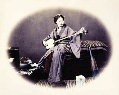 Felice_Beato_Shamisen 1860s.jpg